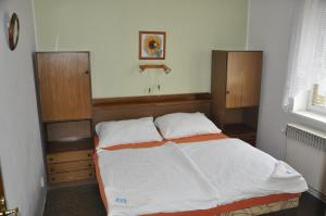 A bed or beds in a room at Pension Sparta