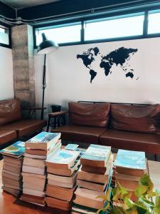 Ein Sitzbereich in der Unterkunft Indie Hostel - Koh Tao