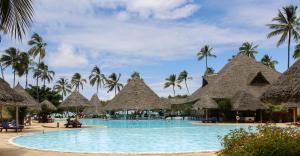 Der Swimmingpool an oder in der Nähe von Neptune Pwani Beach Resort & Spa - All Inclusive