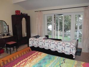 A bed or beds in a room at Harbour View Bungalow