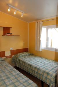Een bed of bedden in een kamer bij Bungalows Pirineus