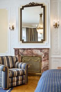 A seating area at Austria Trend Hotel Astoria Wien
