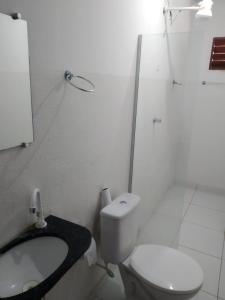 A bathroom at Pousada Trairi