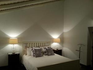 A bed or beds in a room at Casa Dos Galegos