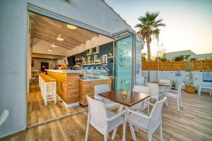 Εστιατόριο ή άλλο μέρος για φαγητό στο Emi Seaside