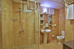 O baie la Sanli Suite Hotel