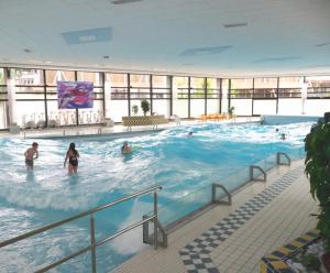 Der Swimmingpool an oder in der Nähe von Haus Alice
