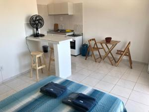 A kitchen or kitchenette at Vilas Blancas