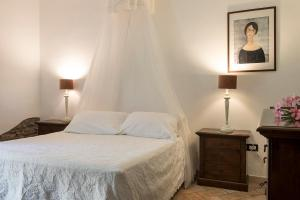 A bed or beds in a room at Agriturismo Villa Toscana