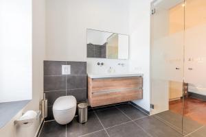 Een badkamer bij Scuba Lodge & Suites