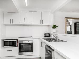 A kitchen or kitchenette at Calinda Sol 10