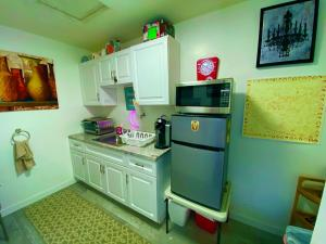 A kitchen or kitchenette at Beverly Hills Private Bungalow