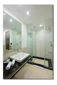 A bathroom at Country Inn & Suites By Radisson - Amritsar