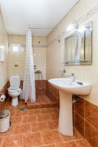 A bathroom at Hotel Almira