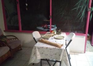 Um restaurante ou outro lugar para comer em Dushi Violet Seru Coral Resort