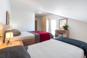 A bed or beds in a room at Villa Adriatic Rooms