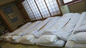 Кровать или кровати в номере Kyoto Ryokan Kinoe