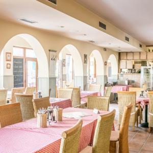 Reštaurácia alebo iné gastronomické zariadenie v ubytovaní Motorest Eso