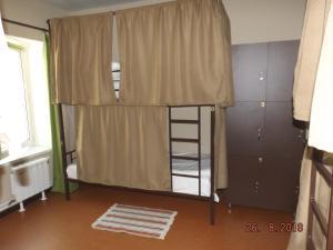 Двухъярусная кровать или двухъярусные кровати в номере VS Hostel