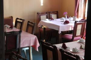 A restaurant or other place to eat at Hotel garni Am Dippeplatz