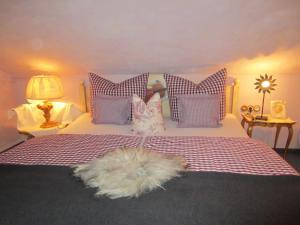 A bed or beds in a room at Romantische 5-Sterne- Ferienwohnungen