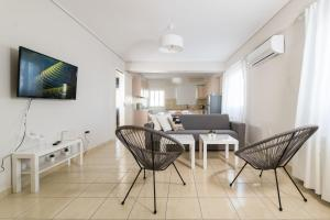 A seating area at Elise Apartment Airport by Airstay