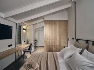 A seating area at Contessina Hotel