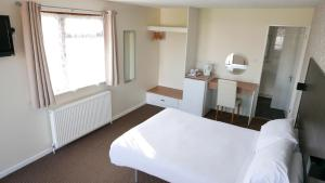 A bed or beds in a room at Warrens Village Motel and Self Catering