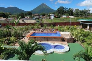 A view of the pool at Hotel Secreto La Fortuna or nearby