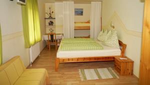 Ein Bett oder Betten in einem Zimmer der Unterkunft Woerthbauer