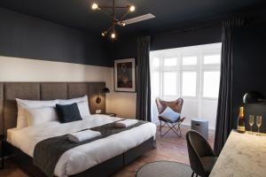 Łóżko lub łóżka w pokoju w obiekcie The Barrister Hotel