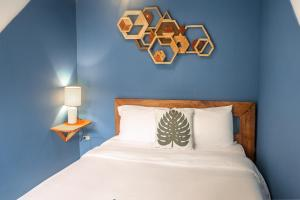 Een bed of bedden in een kamer bij Selina Playa Venao