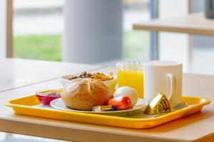 Breakfast options available to guests at ibis budget Berlin Airport Schönefeld