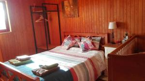 A bed or beds in a room at Herdade da Hera