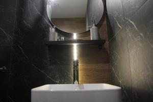 Ein Badezimmer in der Unterkunft хостел Hi Loft