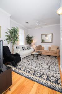 A seating area at Brookline Village 2 Bedroom by STARS of Boston