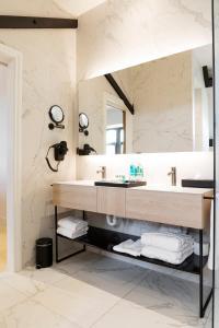 A bathroom at Corsendonk Turnova