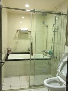 A bathroom at Summerle No.11