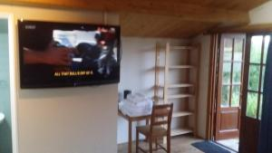 A television and/or entertainment center at Bridge Farm Guesthouse