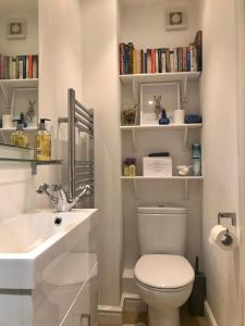 A bathroom at Meadow Thatch