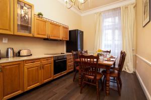 Cucina o angolo cottura di Classy Old Town Suite #41