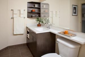 A bathroom at Candlewood Suites Kenedy