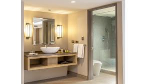 Un baño de InterContinental Santiago, an IHG Hotel