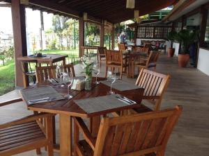 A restaurant or other place to eat at Paraty