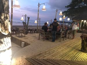 A restaurant or other place to eat at Lanta Island Resort
