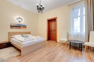 A bed or beds in a room at Comfort Apartments Sopot Bema