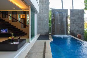 The swimming pool at or near Peach Blossom Resort & Pool Villa