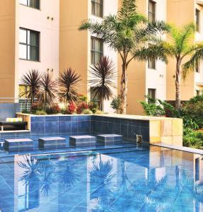Het zwembad bij of vlak bij Premier Hotel O.R. Tambo