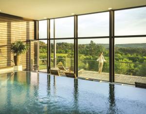 Piscina di La Gree Des Landes - Eco-Hotel-Spa Yves Rocher o nelle vicinanze