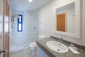 A bathroom at Cinco Plazas